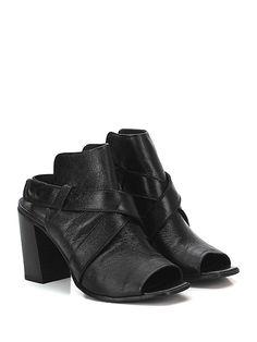 LEMARE' - Sandalo alto - Donna - Sandalo alto in pelle effetto vintage con cinturino con chiusura a clips su lato esterno. Suola in cuoio, tacco 90. - NERO - € 189.00