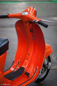Vespa Primavera Orange, im O-Lack, Originallack, Vespa Smallframe wie Vespa Vintage Vespa, Blackwork, Retro Roller, Vespa Primavera, Dirt Bike Girl, Girl Motorcycle, Motorcycle Quotes, Vespa Smallframe, Vespa 125