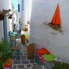 Colorful nook in Chorio town, Kimolos island, Cyclades, Greece Santorini Villas, Santorini Greece, Greece Tours, Greece Travel, Myconos, Greece Holiday, Greek Isles, Ethnic Design, Alleyway
