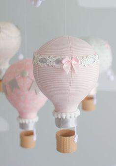 Bambino Mobile rosa e grigio vivaio Mobile di sunshineandvodka