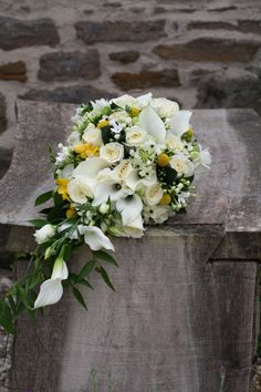 White and yellow teardrop bouquet