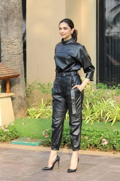 Leather Pants Outfit, Black Leather Dresses, Leather Trousers, Leather Outfits, Sexy Outfits, Fall Outfits, Cute Outfits, Fashion Outfits, Womens Fashion