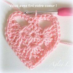 Un joli cœur au crochet Le TUTO - Crochet Poncho, Crochet Motif, Diy Crochet, Crochet Amigurumi, Crochet Granny, Baby Leggings, Christmas Crochet Blanket, Knitting Patterns, Crochet Patterns