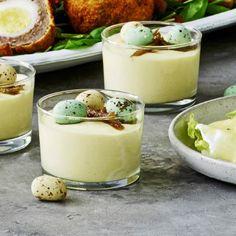 En eksotisk dessert særligt velegnet til påskebordet. Mousse, Food 101, Trifle Desserts, Easter Recipes, No Bake Cake, Soul Food, Tapas, Sweet Tooth, Food And Drink