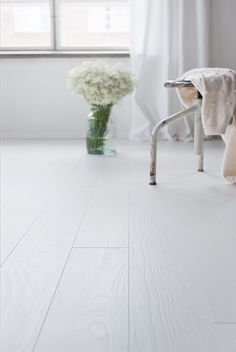 White and stylish, pure elegance. Ash parquet Handwashed POLAR, brushed matt lacquered. www.timberwiseparquet.com  Valkoista ja tyylikästä, Saarniparketti Handwashed POLAR, harjattu mattalakattu.  www.timberwiseparketti.fi White Wooden Floor, Maple Floors, White Space, Wooden Flooring, Ground Floor, Kids Room, New Homes, House Design, Inspiration