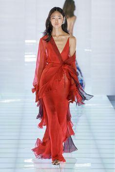 Azzaro Fall 2019 Couture Fashion Show - Vogue Style Haute Couture, Couture Mode, Couture Fashion, Runway Fashion, Fashion Art, High Fashion, Fashion Show, Fashion Design, Fall Fashion