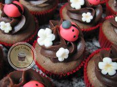 Cupcakes Top Cakes - Joaninha (Ladybug) http://www.facebook.com/danielletopcakes