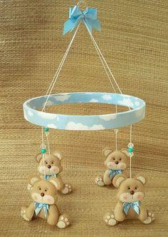 Móbile para decoração do quarto do bebê, urso em feltro, com aproximadamente 15 cm, base em madeira revestida em tecido com 30 cm diâmetro, detalhes em tecido 100% algodão! mudamos a cor e modelo! entre em contato conosco