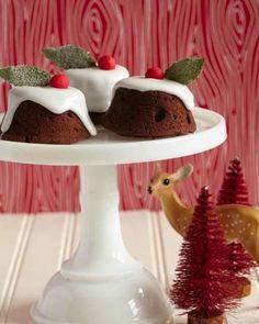 Sweet Paul's Christmas Pudding Cupcake on a Milk Glass Cake Plate Mini Christmas Puddings, Christmas Cupcakes, Christmas Desserts, Christmas Treats, Christmas Goodies, Christmas Time, Retro Christmas, Christmas Photos, Pudding Cupcakes