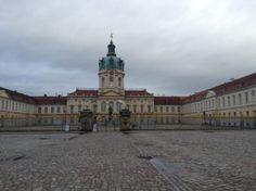 Дворец Шарлоттенбург / Charlottenburg -бывшая летняя резиденция Гогенцоллернов, один из немногих сохранившихся в Берлине памятников в стиле барокко.