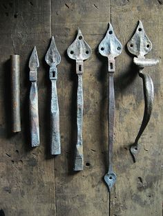 Forged bean-leaf door furniture