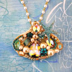 Stunning Crystal Jeweled Shell Pendant Necklace
