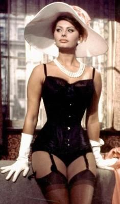 """Sophia Loren--This is what the body of a """"real"""" woman looks like."""