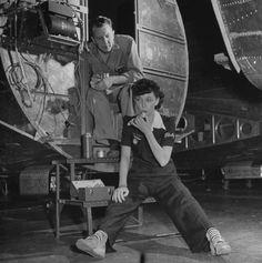 Boeing aircraft factory girl Marguerite Kershner having lunch - 1942. Photo by: J. R. Eyerman