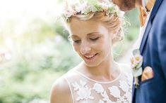 Dein Hochzeits-Make-up und deine Brautfrisur im Boho Chic - buche dir jetzt einen Termin! Wir stylen dich für den großen Tag - mobil vor Ort oder bei uns im Beautysalon!