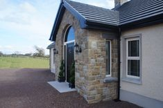 Blue Centre Sandstone mixed with Omagh Blue Stone - Coolestone Stone Importers Suppliers Masonry Tyrone Northern Ireland Dormer House, Dormer Bungalow, Small Bungalow, Modern Bungalow, Bungalow House Design, Stone Exterior Houses, Bungalow Exterior, Bungalow Renovation, Stone Houses