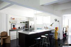 Brazilian Apartment with Charm of the '50s // Mauricio Arruda   Afflante.com