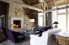 The living room of a Sun Valley, Idaho home by mixes rustic and modern elements, like a steel surround on the brick fireplace. View 17 chalet interiors on (link in bio)! Chalet Interior, Interior Design, Garrison House, Chalet Style, Ski Chalet, Chalet Chic, Living Spaces, Living Room, Dining Nook