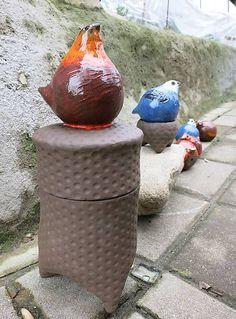 e-keramika / sliepočka - dóza na cukríky Hens, Vase, Home Decor, Decoration Home, Room Decor, Vases, Home Interior Design, Home Decoration, Interior Design