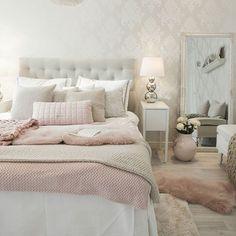 Sunday morning❤ Tänään kerron blogissani miten tällaisen pehmeän ja hennon roosan värisen petauksen voi tehdä niin että se vie vain muutaman hetken ja houkuttelee pujahtamaan päiväunille❤ #sunday  #morning #bedroom #softpink #thismoment #feelsgood