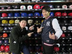 【ベースボール館】2015.03.15 元気な2人組みのお客様です!!ヤンキースのスタジャンを早速着ていただきました☆ありがとうございます(^^♪