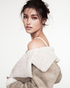 These sexy Liza Soberano bikini photos will make you wonder how someone so beautiful could exist. Yes, Liza Soberano is a very sexy woman and Liza Filipina Actress, Filipina Beauty, Most Beautiful Faces, Beautiful People, For Elise, Asian Beauty, Makeup Looks, Pretty Woman, Beauty Hacks