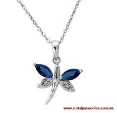 Dije en forma de libélula con detalles en diamantes y zafiros + oro blanco 14k incluye cadena