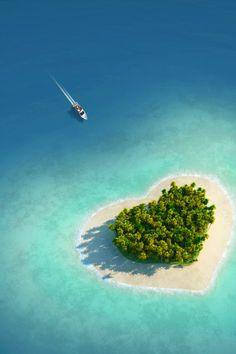 Watch Tavarua - heart shaped island in Fiji - http://destinations-for-travelers.blogspot.com.br/2013/01/tavarua-ilha-em-forma-de-coracao-fiji.html