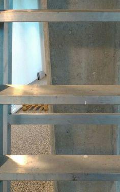 Ladder tegen pilaar