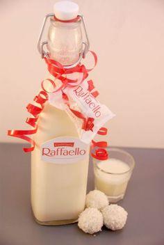CREMIGER RAFFAELO-LIKÖR - Zutaten: 15 Raffaelos, 300 ml Milch, 70 g Zucker, 250 g Sahne, 200 ml Wodka oder Weizenkorn
