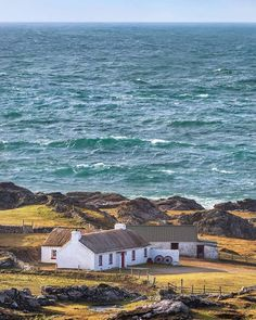 A stunning little thatched cottage set against the backdrop of the vast and powerful Atlantic Ocean at Malin Head! Ireland Vacation, Ireland Travel, Galway Ireland, Cork Ireland, Great Places, Beautiful Places, Places To Visit, Scotland Culture, Best Of Ireland