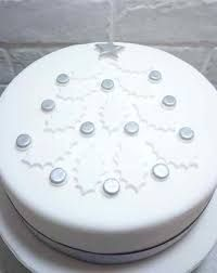 Decorate your Christmas cake with this impressive silver and white holly leaf Christmas tree cake topper which is designed to look like a Christmas tree Christmas Cake Designs, Christmas Cake Decorations, Ribbon On Christmas Tree, White Christmas, Christmas Cakes, Christmas Ideas, Xmas Cakes, Christmas Thoughts, Lemon Cake Mix Cookies