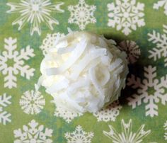 """""""Coconut Balls"""" cookie recipe with hazelnut, coconut and sugar."""