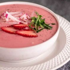 This Chilled Strawberry Soup is the perfect silky smooth treat to celebrate the beginning of strawberry season! # Desserts fruit Chilled Strawberry Soup - This Mess is Ours Soup Recipes, Cooking Recipes, Healthy Recipes, Healthy Soup, Delicious Recipes, Healthy Snacks, Empanadas, Crepes, Strawberry Soup