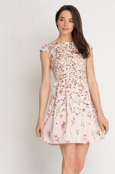 Kleid in Glockenschnitt