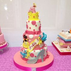Brescia , Le Torte di Giada , torte personalizzate per compleanni a tema favole Disney , Cenerentola , la bella addormentata , topolino , visitate il sito www.tortedigiada.com