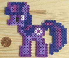 Small Twilight Sparkle Bead Sprite par TheBeadedBrilliance sur Etsy, $5,00