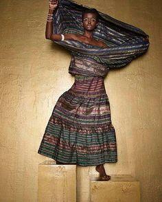 A multimarcas @lojachoix_sp acaba de anunciar uma colaboração entre a Okan e Rita Comparato! A Okan marca brasileira que desenvolve peças usando tecidos africanos convidou a estilista Rita Comparato (a criadora da Neon ao lado de Dudu Bertolini) para trabalhar o ASO OKE tecido nigeriano especial feito em tear artesanal com fios brilhantes.  via HARPER'S BAZAAR BRAZIL MAGAZINE OFFICIAL INSTAGRAM - Fashion Campaigns  Haute Couture  Advertising  Editorial Photography  Magazine Cover Designs…