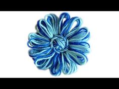 Video and Written directions on post---Flower Looms: Triple Winding Loom Knitting Projects, Loom Knitting Patterns, Yarn Projects, Loom Flowers, Knitted Flowers, Circle Loom, Loom Crochet, Crochet Flower Tutorial, Loom Weaving
