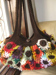 Crochet Flower Purse Tutorial 1 - Making the Flowers - YouTube Video Tutorial - Saw this in blue, yellow and black - looked great.