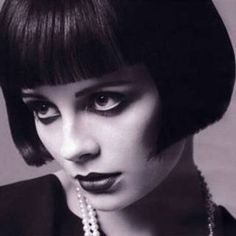 Roaring 20s is making a comeback... this hair & makeup is a perfect example x