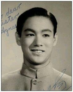 Rare collection of Bruce Lee pics Brandon Lee, Bruce Lee Frases, Bruce Lee Quotes, Kung Fu, Bruce Lee Collection, Bruce Lee Pictures, Bruce Lee Family, Ben Bruce, Bruce Lee Martial Arts
