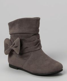 These boots beautifully blend fashion with function. Decked out with darling bows, a convenient side zipper and a cozy inner lining, they'll protect toes while complementing any pretty ensemble.4.5'' shaft9'' circumferenceSide zipper closureMan-made upperRubber soleImported