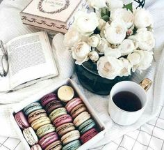 Macaroons, peonies and coffee how else do you start your morning? // flatlay ideas, macarons, flatlays, blogging, pretty pictures