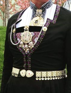 Hardanger Embroidery, Traditional Outfits, Textile Art, Mittens, Norway, Ethnic, Folk, Arts And Crafts, Vest
