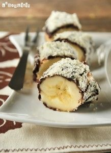 Bananas with crispy chocolate and nuts (in Spanish with translator) Chocolate Covered Bananas, Chocolate Caliente, Mexican Food Recipes, Ethnic Recipes, Coffee Dessert, Banana Recipes, Recipes From Heaven, Sweet Treats, Sweets