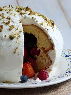 Chic, chic, chocolat...: Gâteau pinata en deux versions: fruits rouges ou b...