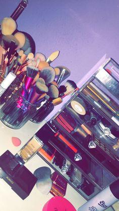 Nice set up Makeup 101, Makeup Goals, Skin Makeup, Makeup Inspo, Makeup Brushes, Beauty Makeup, Makeup Storage, Makeup Organization, Snapchat Makeup