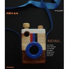 El yapımı ahşap oyuncak fotoğraf makinesi. Handmade wooden retro camera
