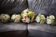 bouquet de mariée et bouquet fille d'honneur www.alaboiteafleurs.com photographe : Geneviève Sasseville
